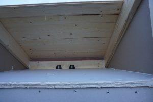 Tenmat ventilerade brandstopp monterat mellan takstolarna i luftspalten