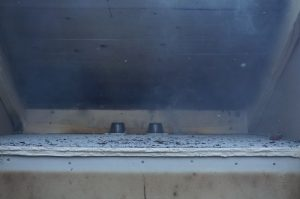 30 minuter in i branden - luftspalten fortfarande intakt och muggarna är helt opåverkade.